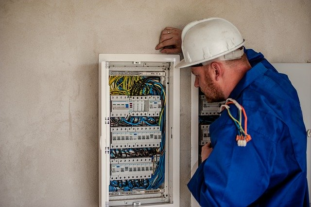 electrician testing dave casey PAT